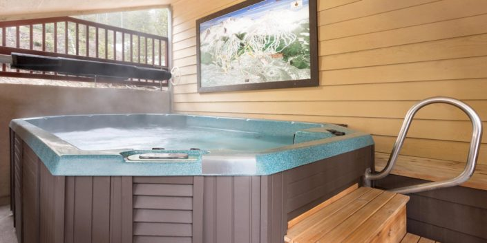 Breck Inn Hot tub